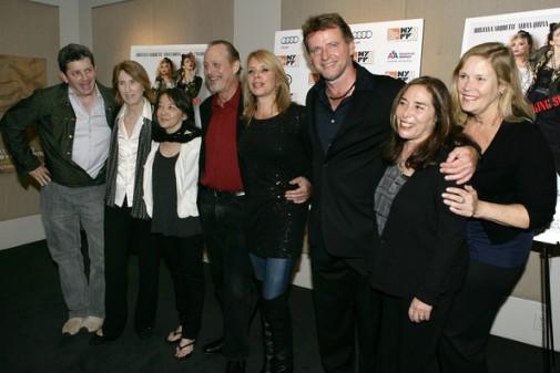 El elenco, la directora y productoras.