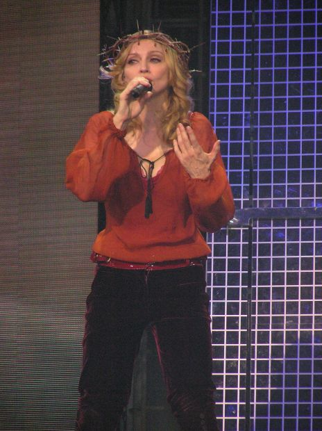 Live to Tell - Confessions Tour (16)