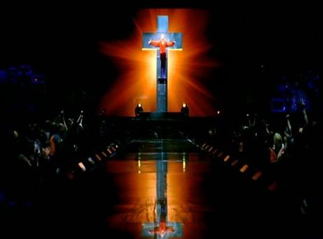 Live to Tell - Confessions Tour (17)