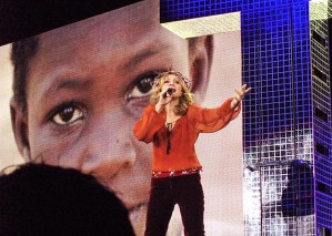 Live to Tell - Confessions Tour (20)