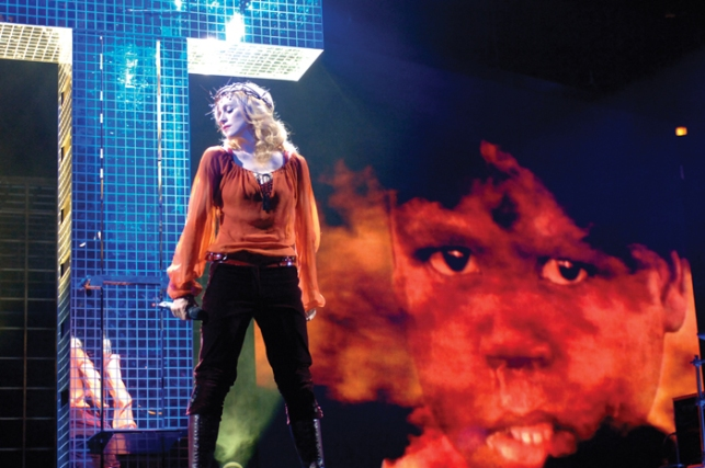 Live to Tell - Confessions Tour (22)