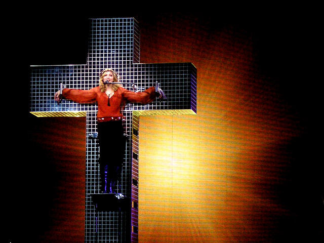 Live to Tell - Confessions Tour (23)