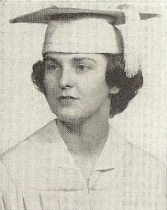 """Graduada del """"Saint Joseph High"""" en 1951"""